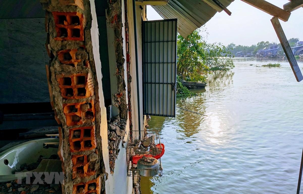 Hiện trường vụ sạt lở trên sông Trà Nóc ngày 25/2. (Ảnh: Thanh Liêm/TTXVN)