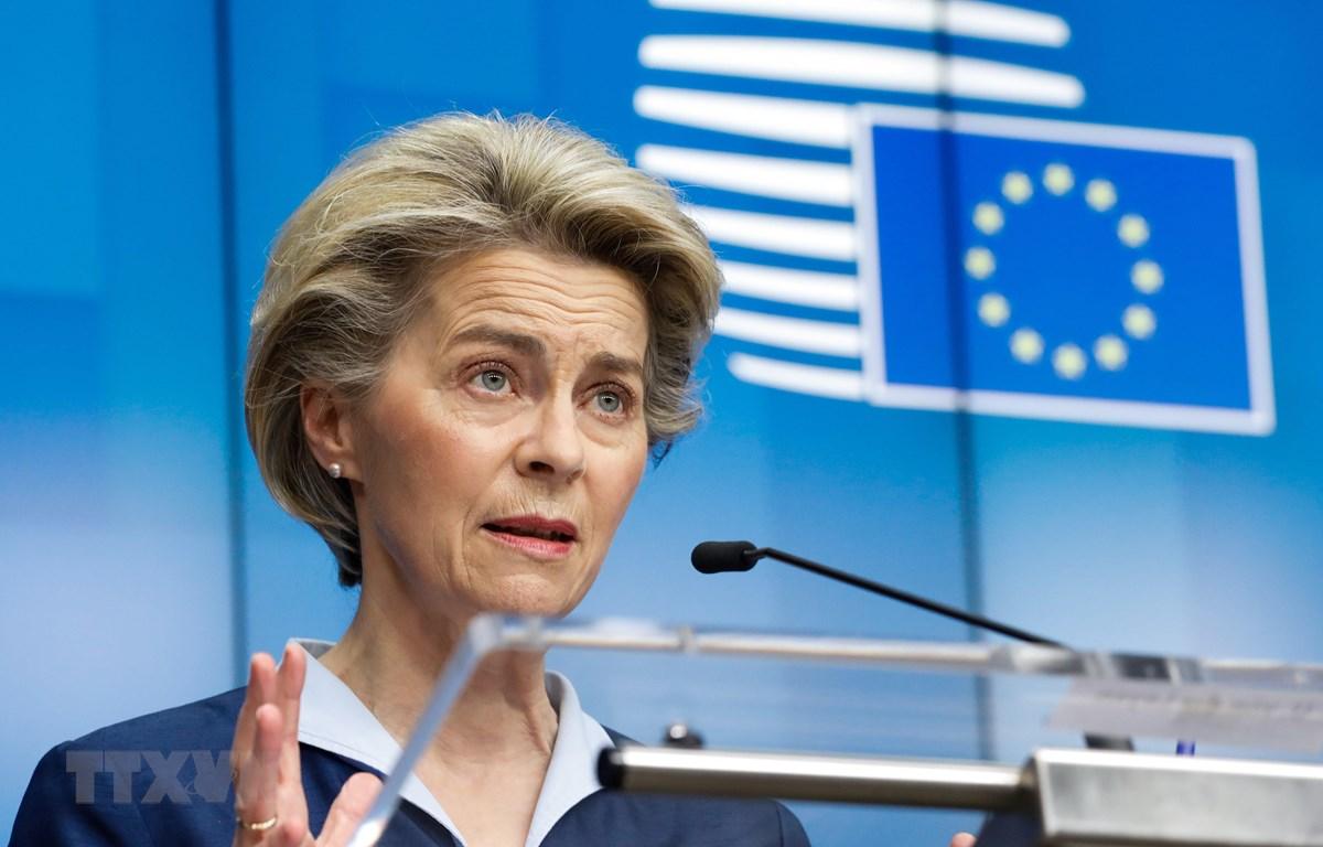 Chủ tịch Ủy ban châu Âu (EC) Ursula von der Leyen phát biểu tại cuộc họp báo ở Brussels, Bỉ ngày 26/2/2021. (Ảnh: THX/TTXVN)