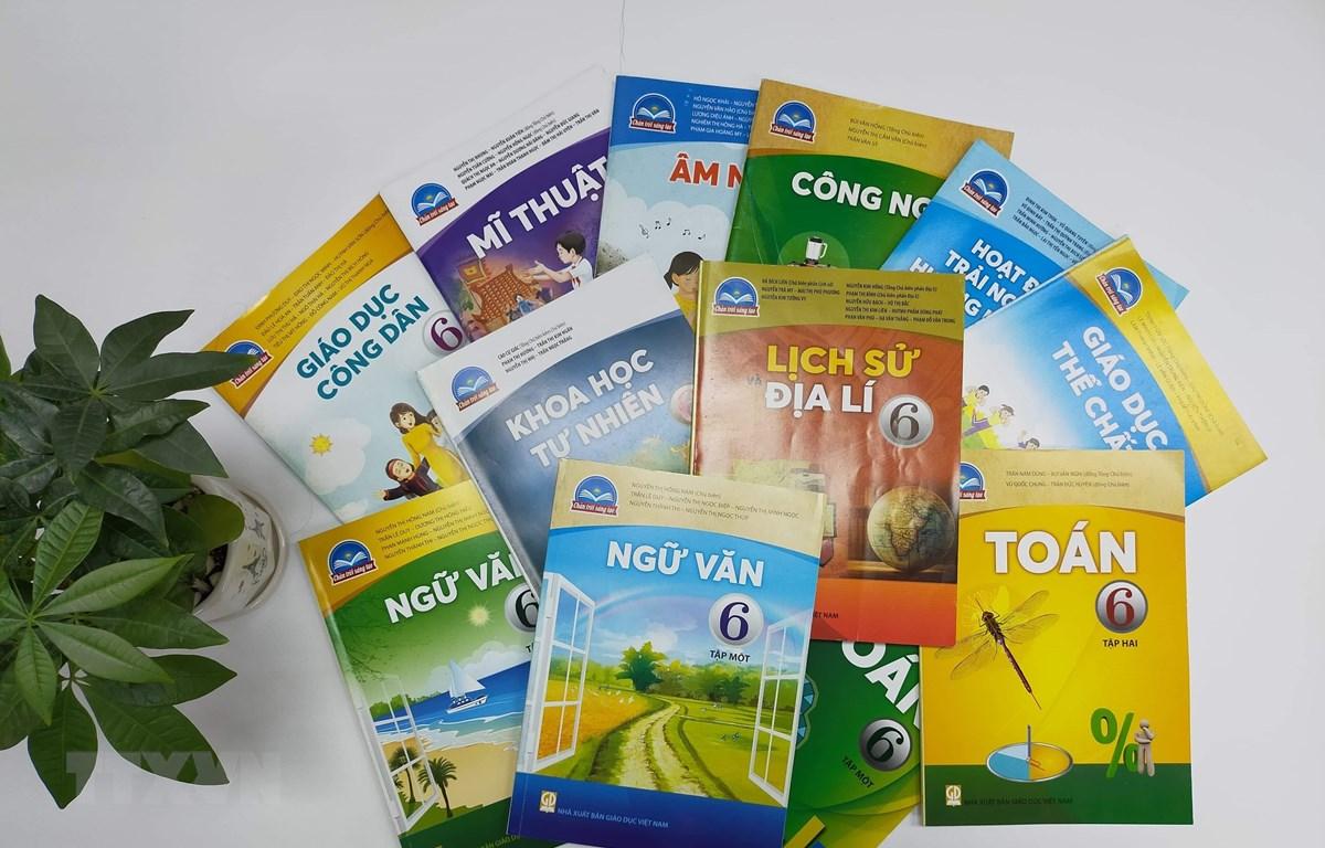 """Bộ sách """"Chân trời sáng tạo"""" lớp 6 của NXB Giáo dục Việt Nam. (Ảnh: TTXVN phát)"""