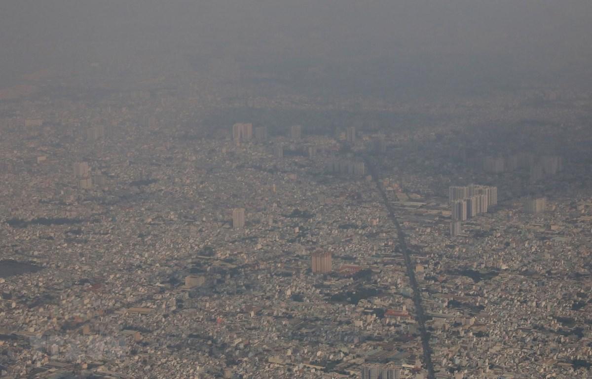 Ô nhiễm không khí tại Thành phố Hồ Chí Minh (ảnh chụp lúc 13 giờ 20 phút ngày 23/1/2021). (Ảnh: Ngọc Hà/TTXVN)