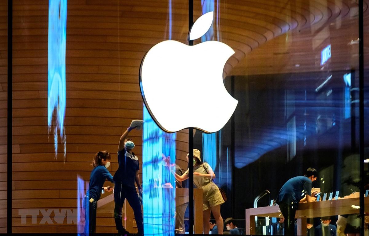Biểu tượng Apple tại một cửa hàng của hãng ở Bangkok, Thái Lan. (Ảnh: AFP/TTXVN)