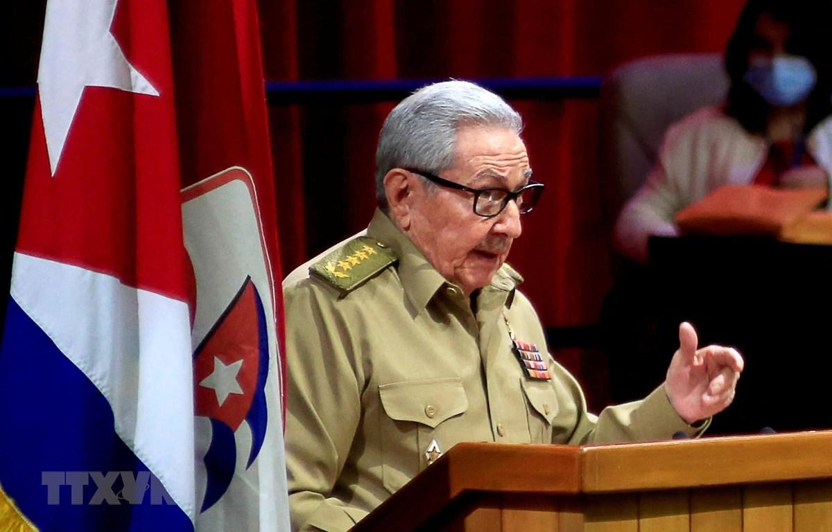 Bí thư Thứ nhất Đảng Cộng sản Cuba (PCC), Đại tướng Raúl Castro Ruz phát biểu trong phiên khai mạc Đại hội Đảng Cộng sản Cuba ở La Habana, ngày 16/4/2021. (Ảnh: AFP/TTXVN)
