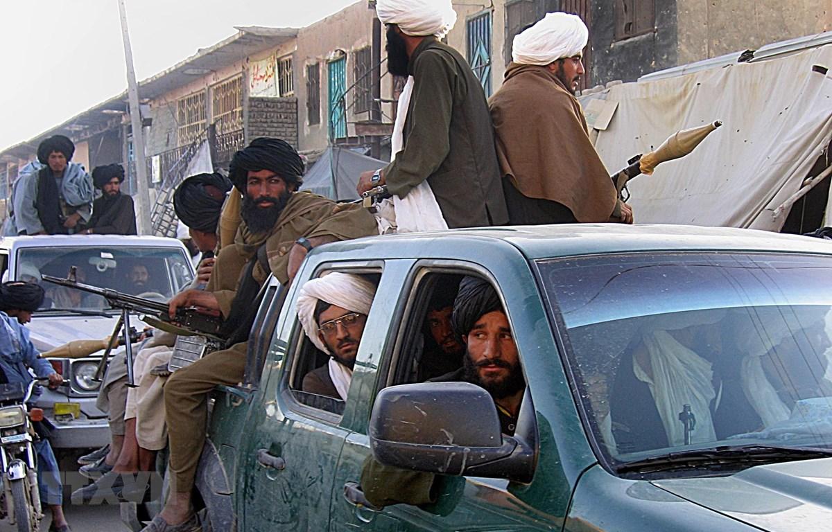 Các tay súng Taliban tại huyện Sangin, tỉnh Helmand, Afghanistan. (Ảnh: AFP/TTXVN)