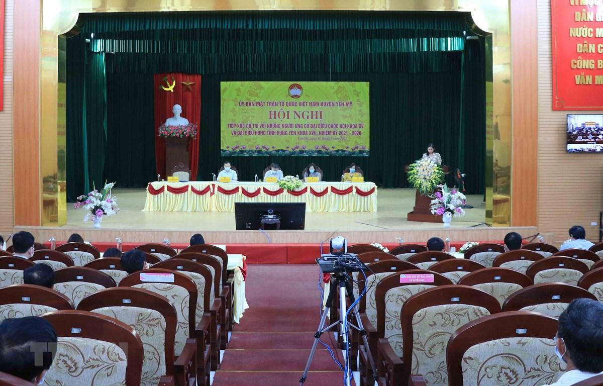 Quang cảnh buổi tiếp xúc cử tri tại Hưng Yên. (Ảnh: Đinh Tuấn/TTXVN)