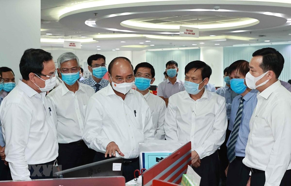 Chủ tịch nước Nguyễn Xuân Phúc thăm Báo Sài Gòn Giải phóng. (Ảnh: Thống Nhất/TTXVN)