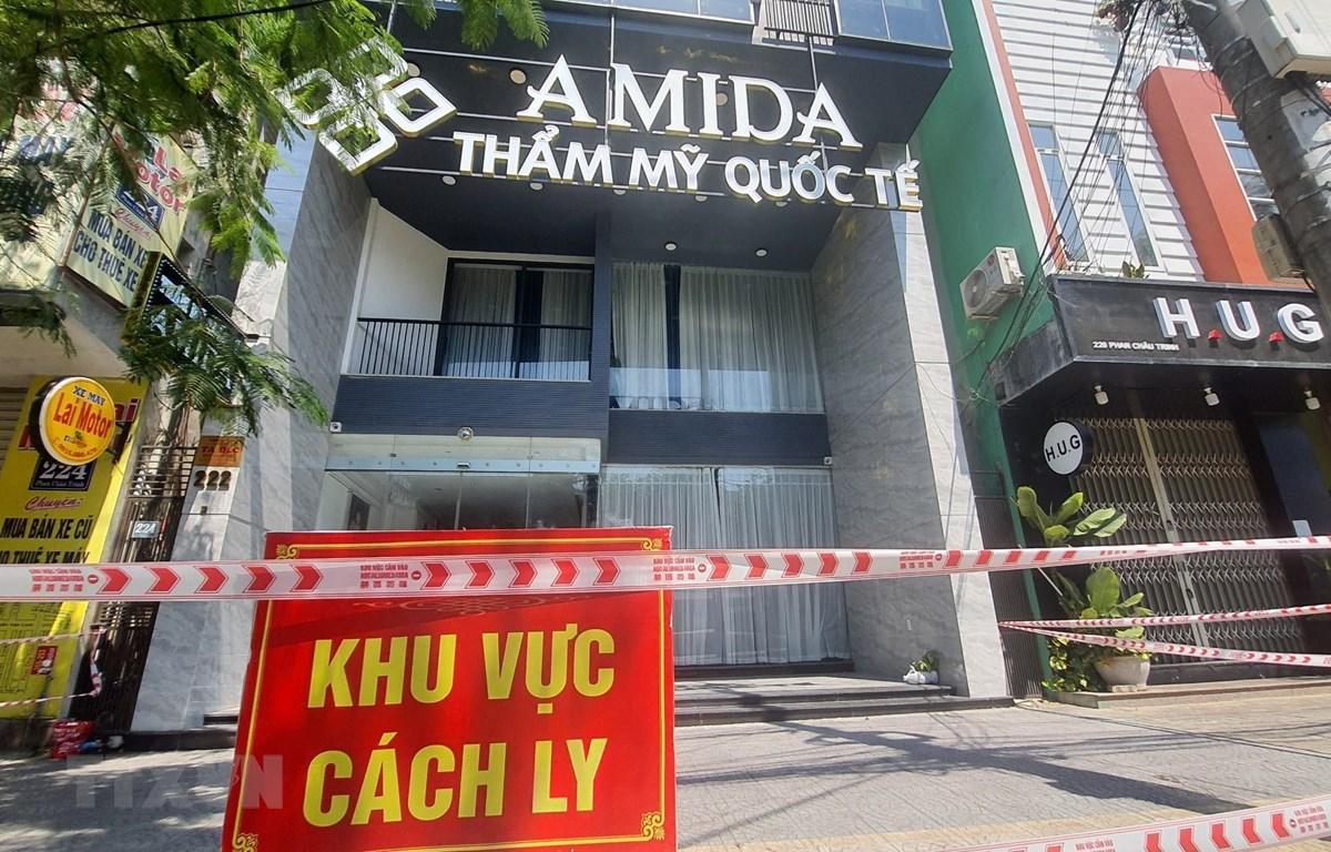 Thẩm mỹ viện quốc tế Amida (đường Phan Châu Trinh, quận Hải Châu, thành phố Đà Nẵng), địa điểm có liên quan nhiều ca lây nhiễm cộng đồng được cách ly. (Ảnh: Văn Dũng/TTXVN)
