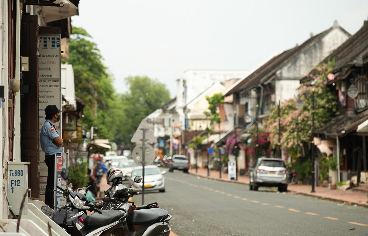 Cảnh vắng vẻ trên một đường phố do dịch COVID-19 tại Luang Prabang, Lào. (Ảnh: THX/TTXVN)