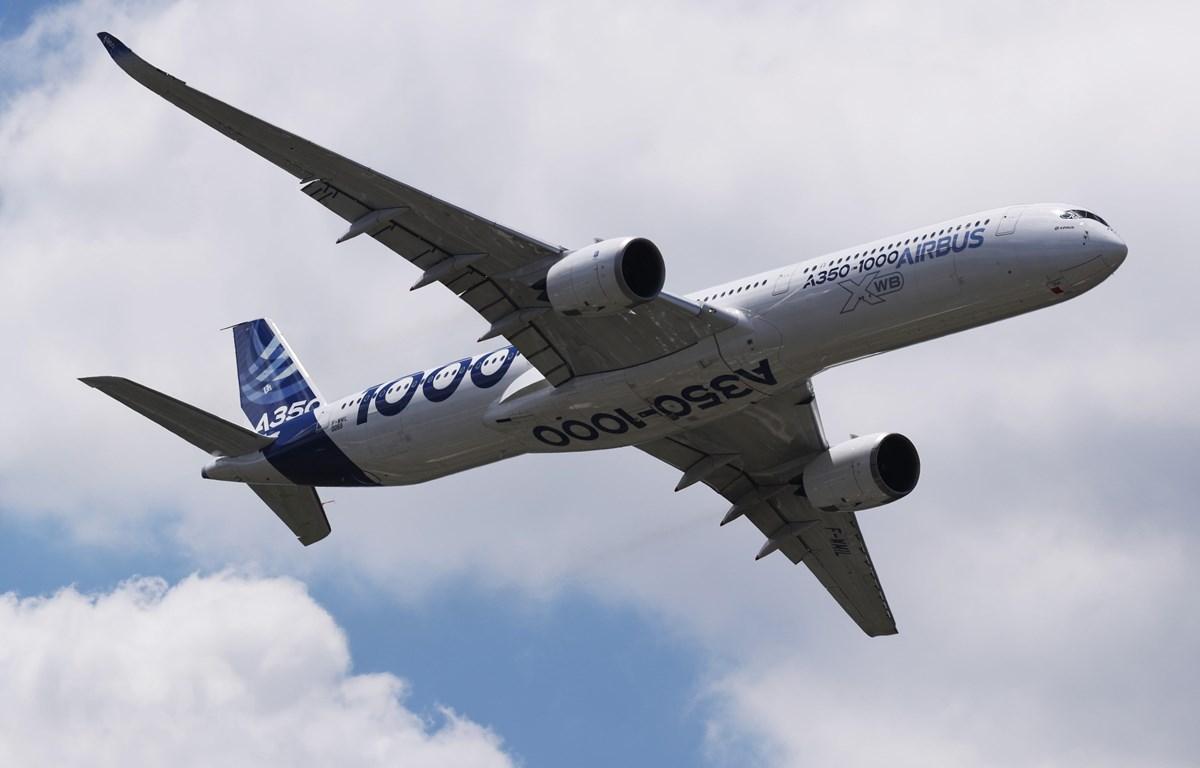 Máy bay A350-1000 của hãng Airbus.(Ảnh: THX/TTXVN)