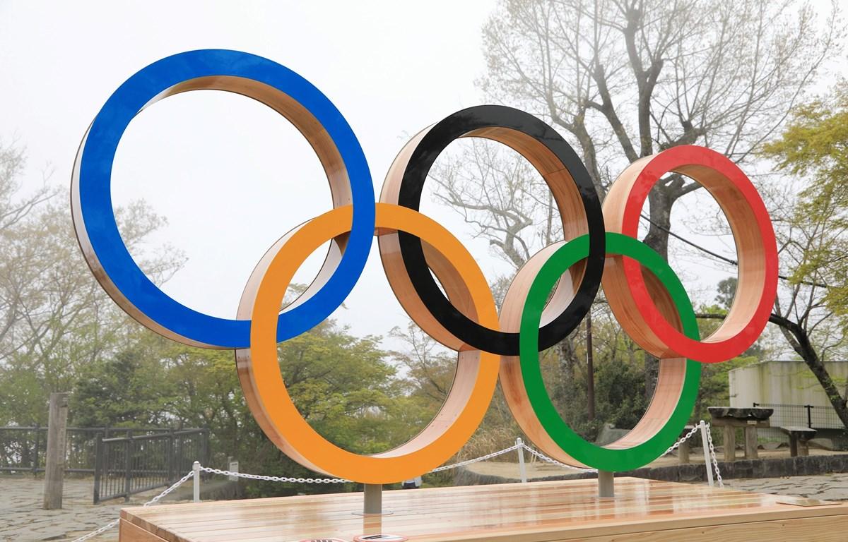 Biểu tượng Olympic tại thủ đô Tokyo, Nhật Bản ngày 14/4/2021. (Ảnh: THX/TTXVN)