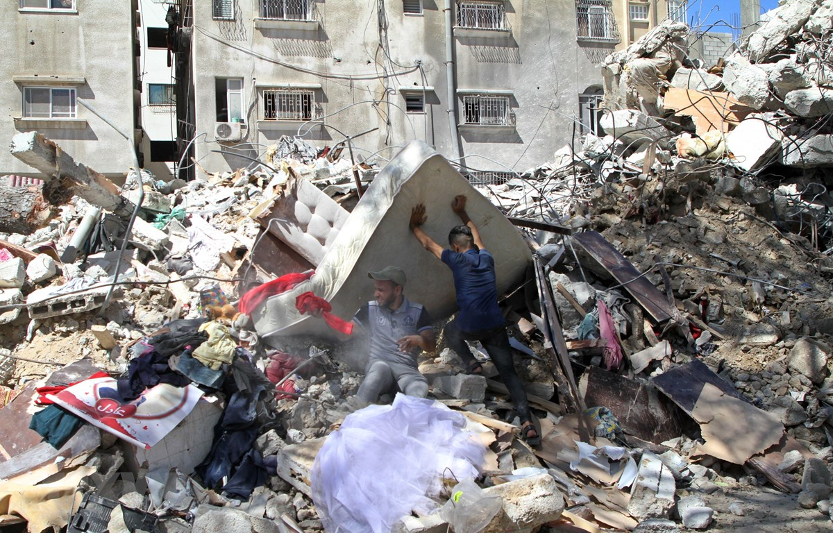 Cảnh đổ nát sau cuộc không kích của Israel xuống thành phố Gaza ngày 19/5/2021. (Ảnh: THX/TTXVN)