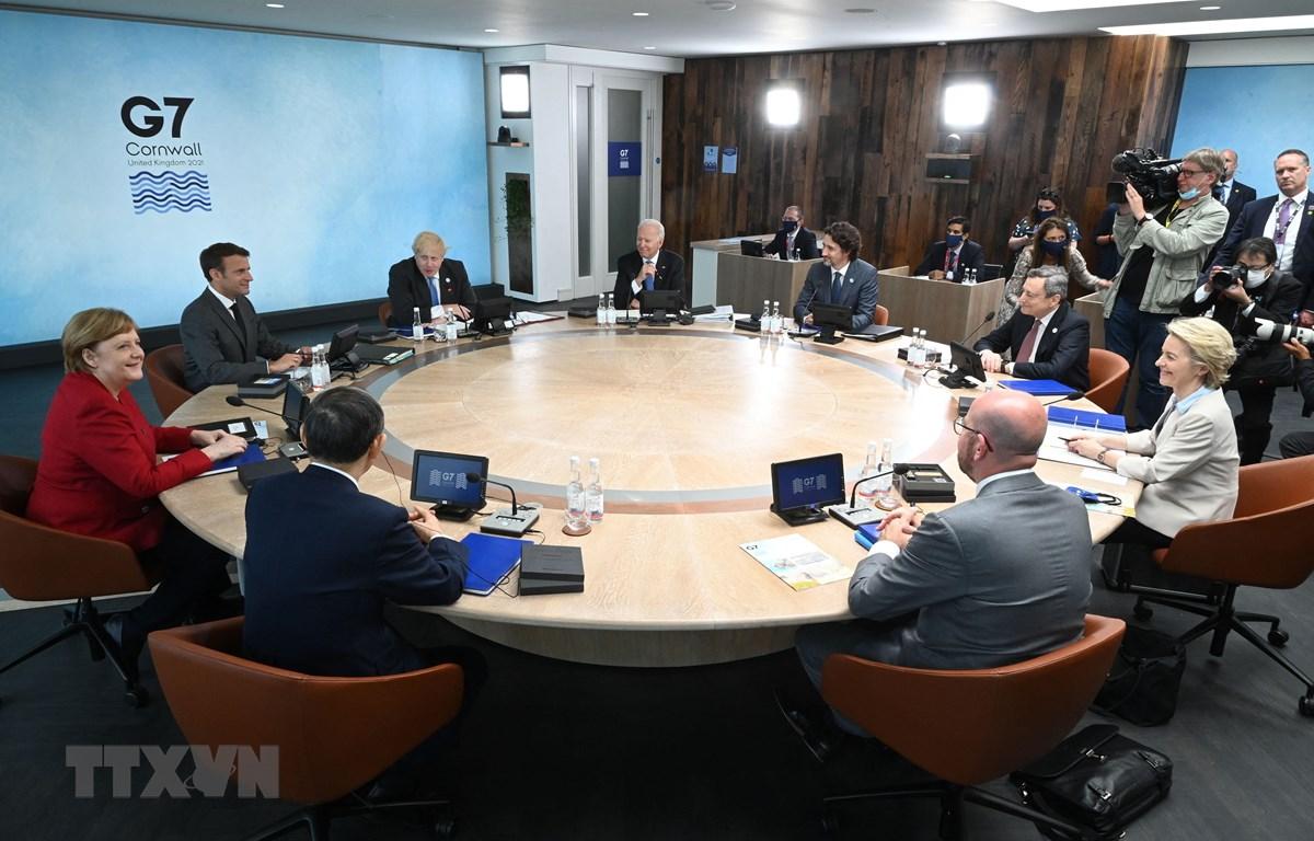 Lãnh đạo các nước dự Hội nghị thượng đỉnh G7 ở vịnh Carbis, Cornwall, Anh ngày 11/6/2021. (Ảnh: AFP/TTXVN)