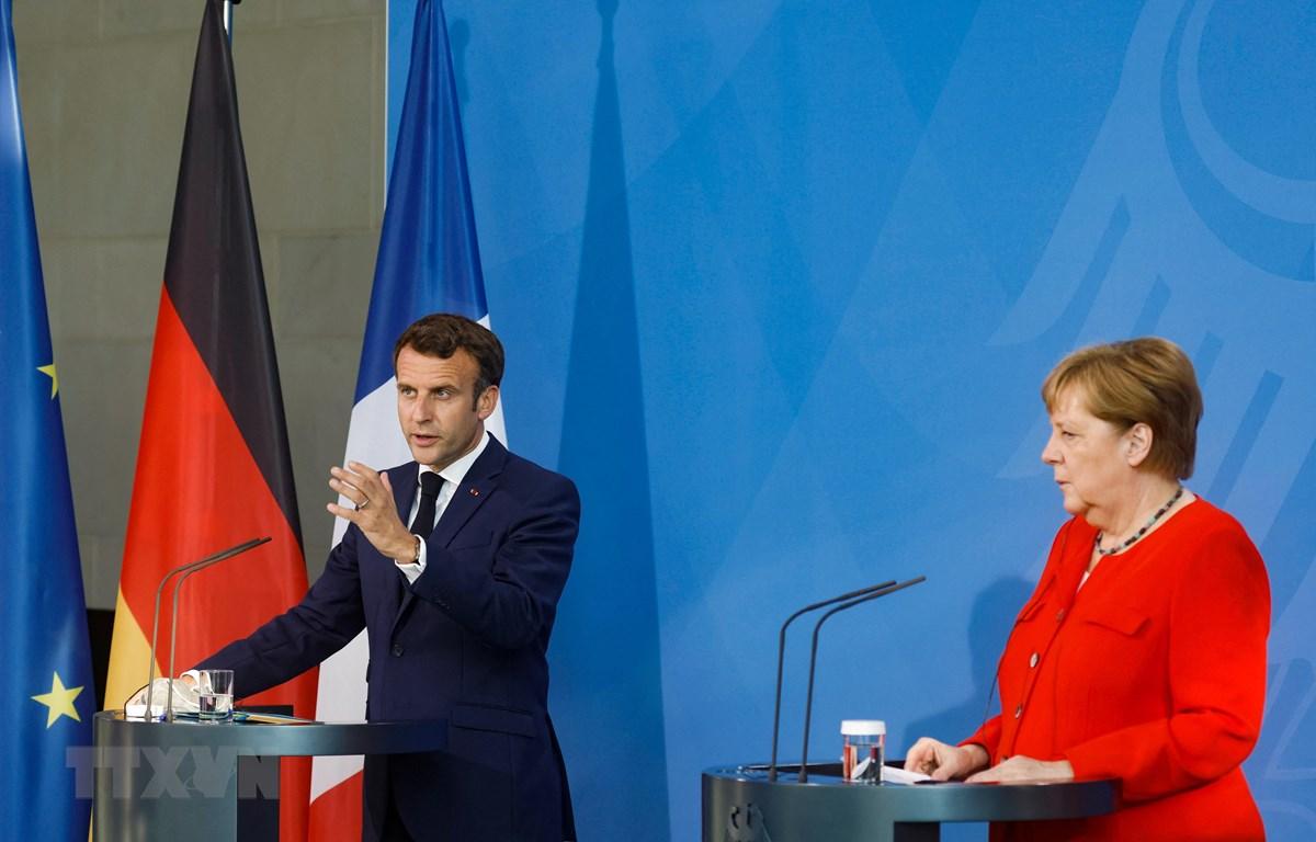 Tổng thống Pháp Emmanuel Macron (trái) và Thủ tướng Đức Angela Merkel tại cuộc họp báo ở Brussels, Bỉ ngày 18/6/2021. (Ảnh: AFP/TTXVN)