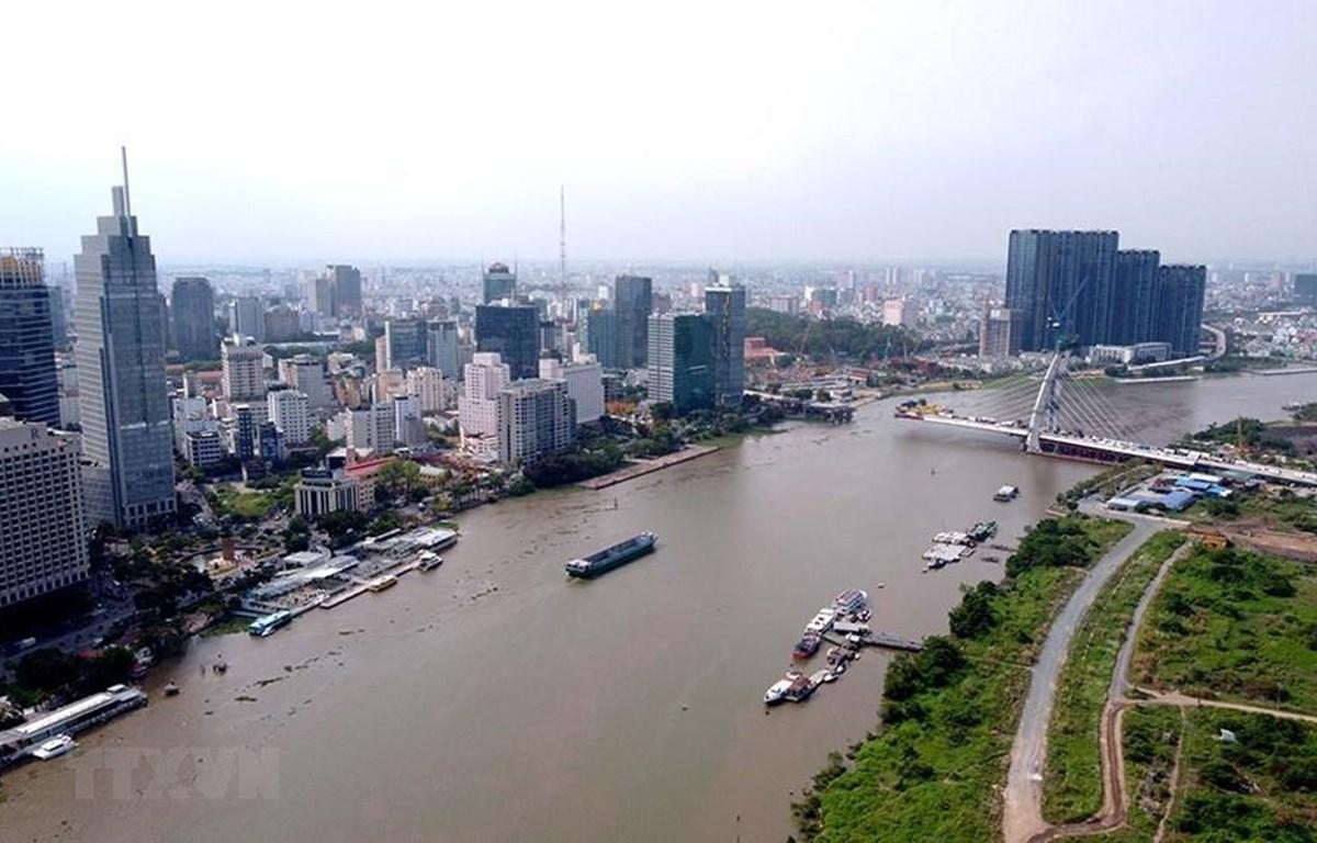 Khu trung tâm quận 1, TP Hồ Chí Minh bên bờ sông Sài Gòn. (Ảnh Thanh Vũ/TTXVN)