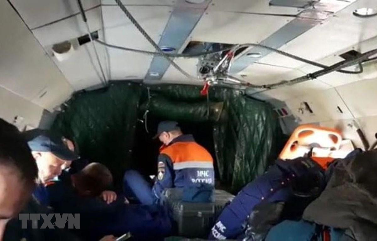 Lực lượng cứu hộ được triển khai tới khu vực máy bay Antonov An-26 của Nga mất tích tại Kamchatka ngày 6/7/2021. (Ảnh: EMERCOM/TTXVN)