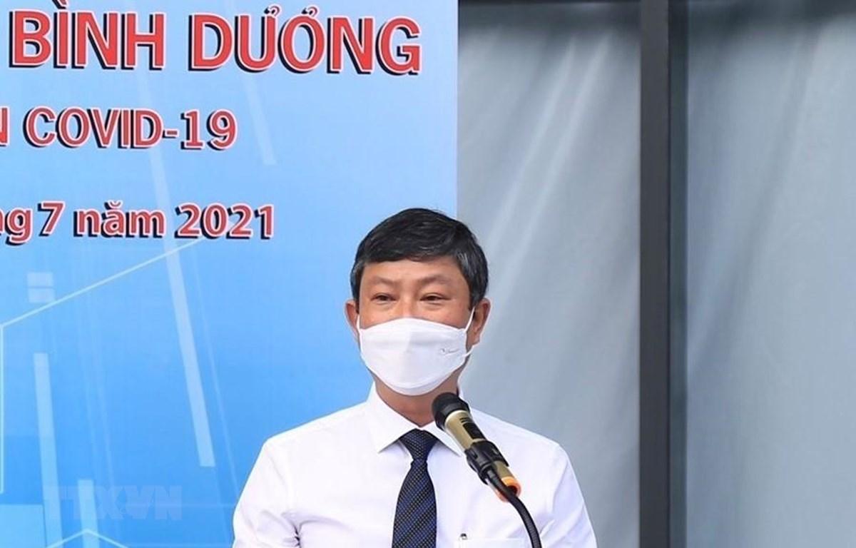 Chủ tịch UBND tỉnh Bình Dương Võ Văn Minh phát biểu tại buổi công bố đưa vào Bệnh viện dã chiến 1.500 giường ở thành phố Thủ Dầu Một. (Ảnh: TTXVN phát)