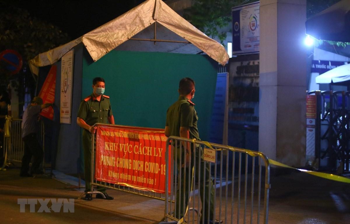 Bệnh viện Phổi Hà Nội bị cách ly tạm thời sau khi phát hiện các ca dương tính SARS-CoV-2. (Ảnh: Hoàng Hiếu/TTXVN)