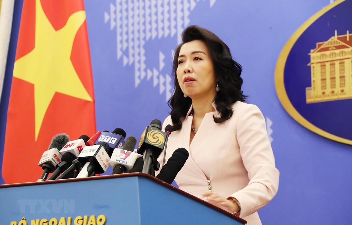 Người phát ngôn Bộ Ngoại giao Lê Thị Thu Hằng trả lời câu hỏi của phóng viên các cơ quan thông tấn, báo chí trong nước và quốc tế. (Ảnh: Lâm Khánh/TTXVN)