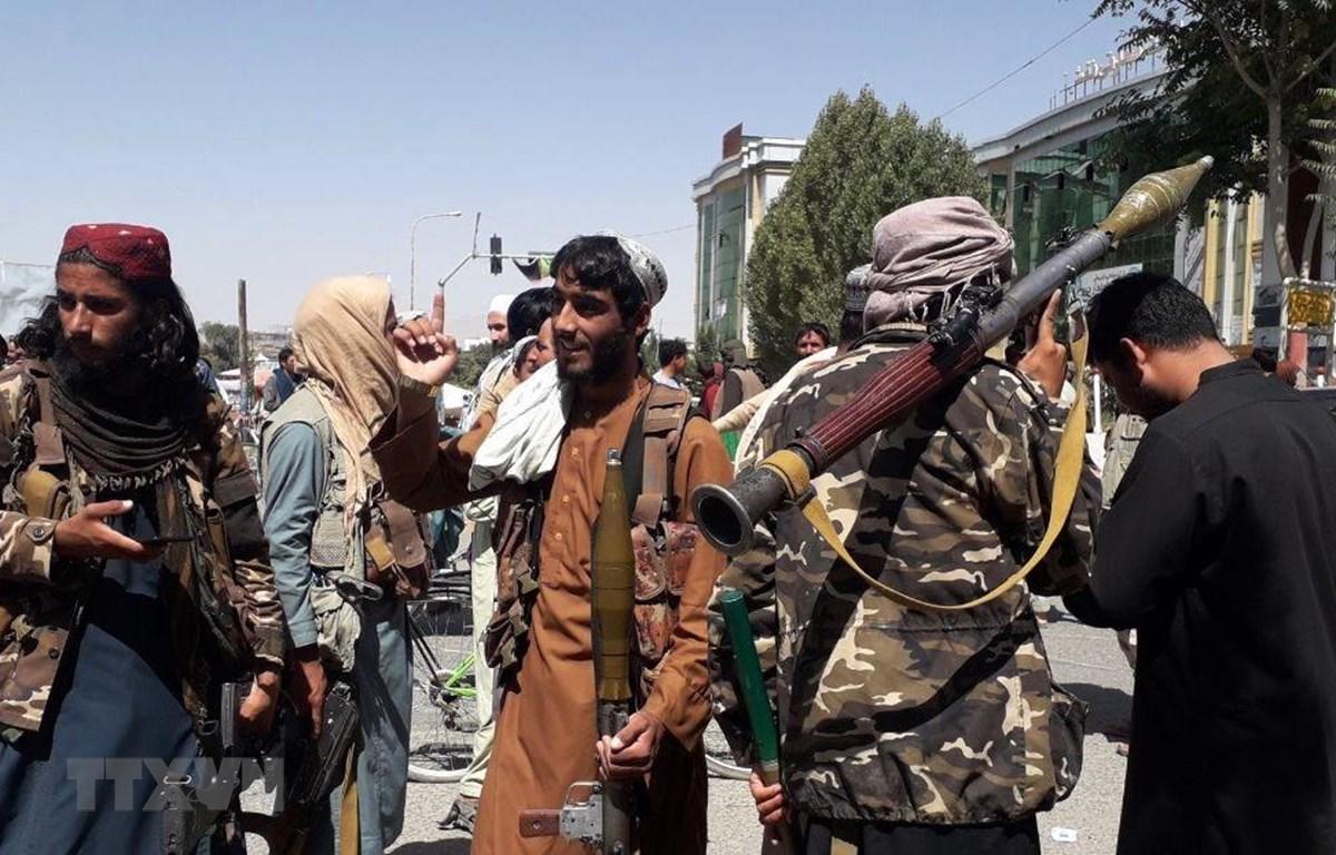 Các tay súng Taliban tại thành phố Ghazni, Afghanistan, ngày 12/8/2021. (Ảnh: THX/TTXVN)