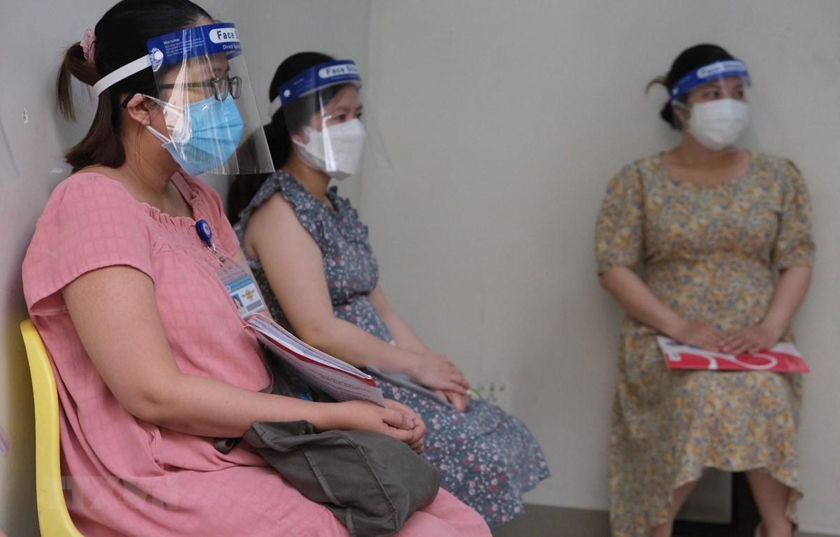 Các thai phụ đăng ký tiêm vaccine phòng COVID-19 tại Bệnh viện Hùng Vương Thành phố Hồ Chí Minh ngày 12/8. (Ảnh: TTXVN phát)