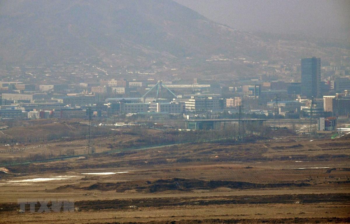 Quang cảnh khu công nghiệp chung liên Triều Kaesong tại thị trấn Kaesong, Triều Tiên. (Ảnh: AFP/TTXVN)