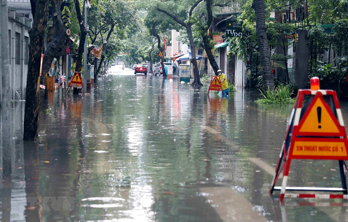 Mưa lớn làm ngập một số tuyến đường của Hà Nội. (Ảnh: Trần Việt/TTXVN)