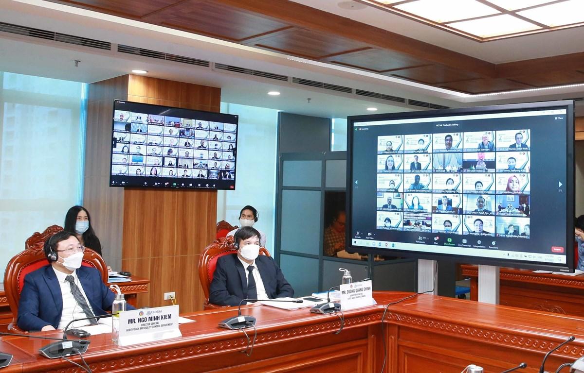 Đại biểu Kiểm toán Nhà nước Việt Nam dự Đại hội Tổ chức các Cơ quan kiểm toán tối cao châu Á (ASOSAI) lần thứ 15 tại điểm cầu Hà Nội. (Ảnh: Phương Hoa/TTXVN)