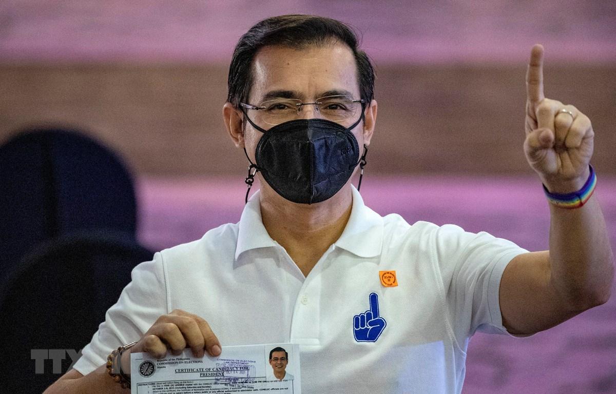 Thị trưởng thủ đô Manila, Francisco Domagoso sau khi nộp - một trong các ứng cử viên tổng thống Philippines. (Ảnh: AFP/TTXVN)