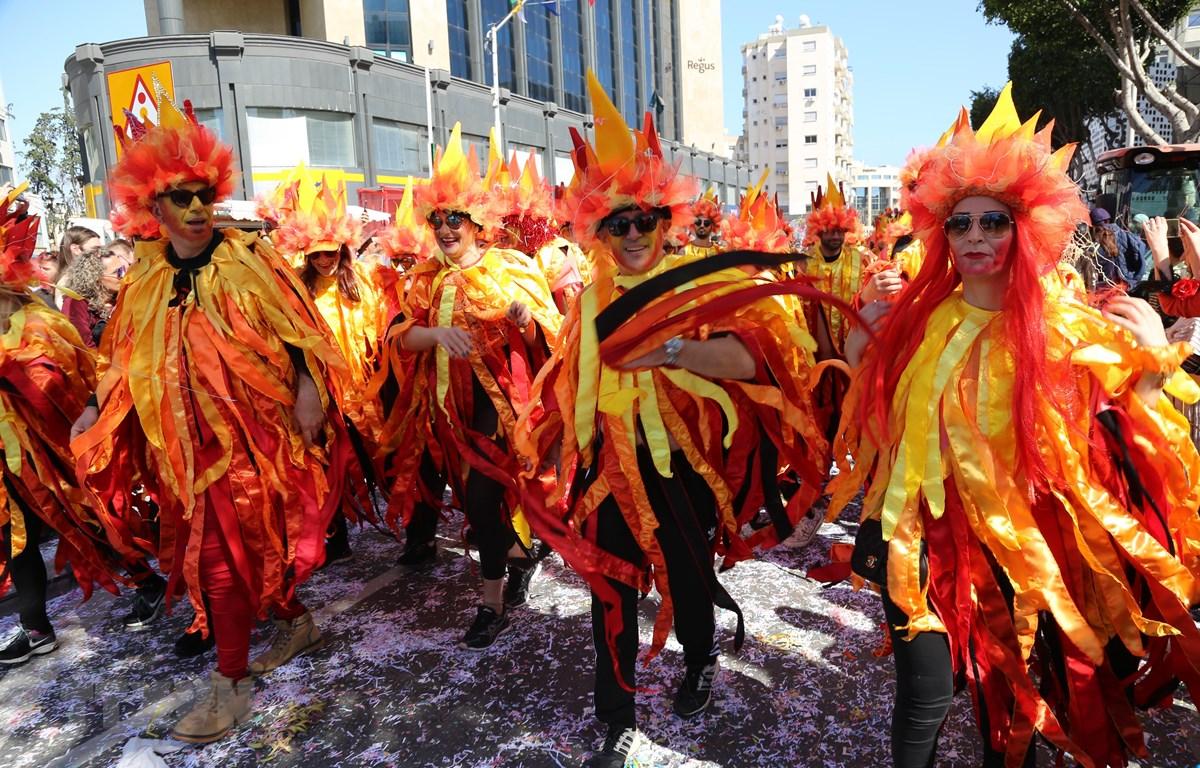 Người dân trong trang phục đặc sắc tham gia lễ hội Carnival ở Limassol, Cộng hòa Cyprus, ngày 10/3/2019. (Ảnh: THX/TTXVN)