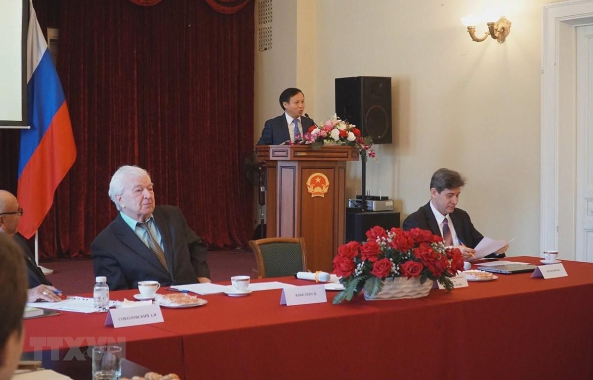 Đại sứ Việt Nam tại LB Nga Ngô Đức Mạnh phát biểu chào mừng. (Ảnh: Tâm Hằng/TTXVN)