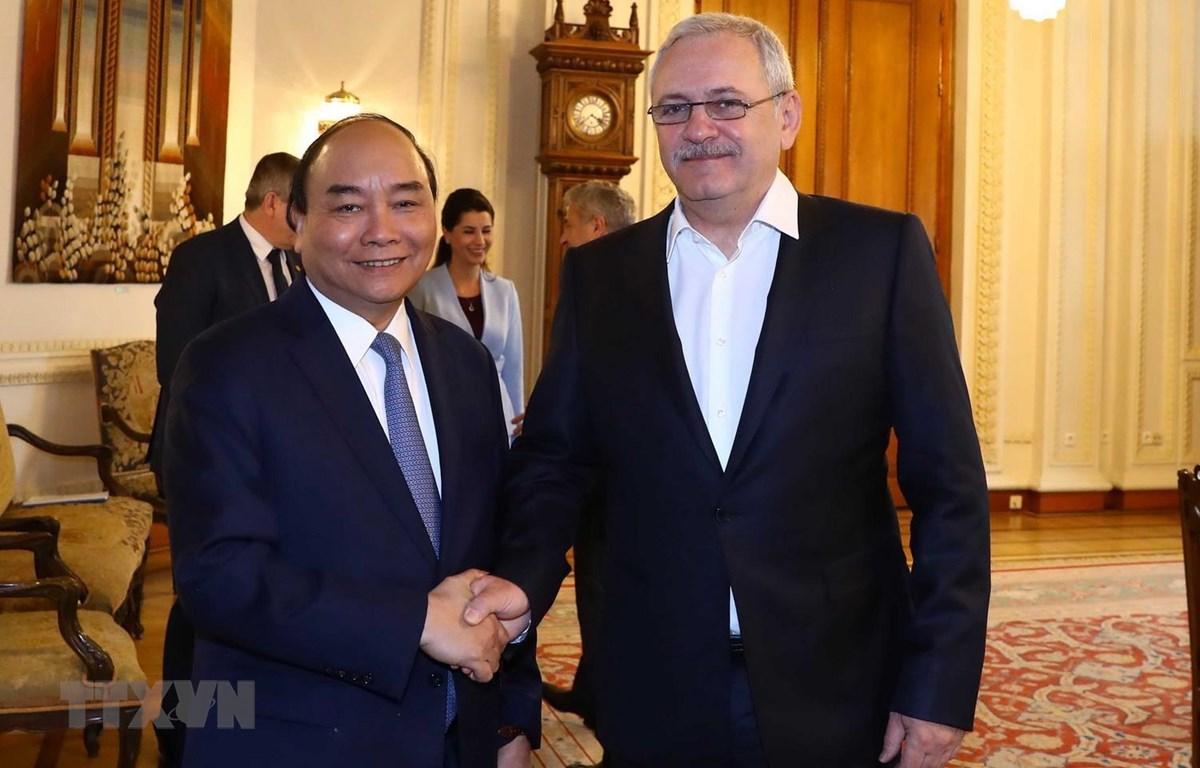 Thủ tướng Nguyễn Xuân Phúc hội kiến Chủ tịch Hạ viện Romania Liviu Dragnea. (Ảnh: Thống Nhất/TTXVN)