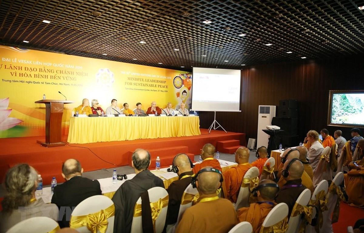 Các đại biểu tham dự hội thảo chuyên đề Sự lãnh đạo bằng chính niệm vì hòa bình bền vững. (Ảnh: Dương Giang/TTXVN)