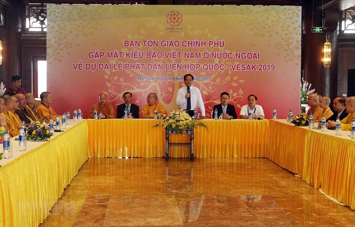 Trưởng Ban Tôn giáo Chính phủ Vũ Chiến Thắng phát biểu tại buổi gặp mặt kiều bào Việt Nam ở nước ngoài. (Ảnh: Nguyễn Dân/TTXVN)