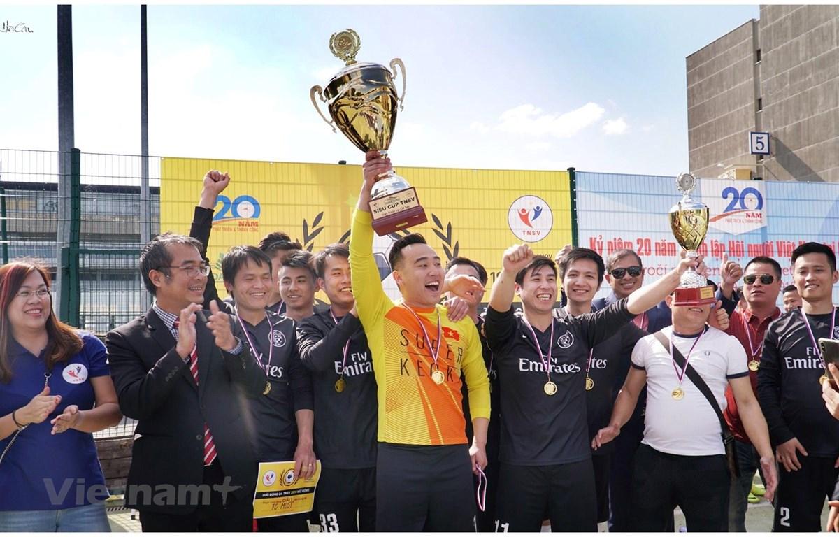 Đội FC Most giành chức vô địch. (Ảnh: Hà Cần/Vientam+)