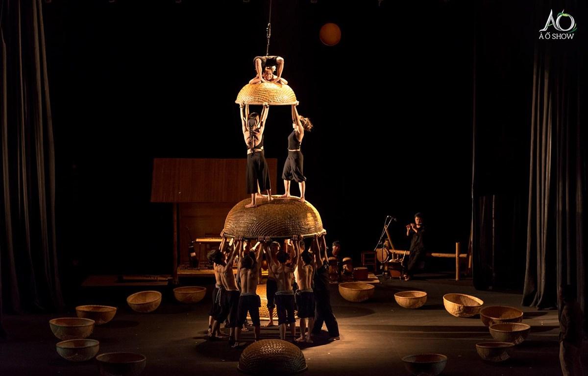 Hình ảnh vở diễn À Ố Làng Phố trình diễn tại Nhà hát Opera House. (Nguồn: Luna Production)