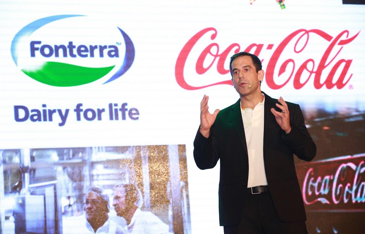Ông Steve Bonz – Tổng Giám đốc Bộ phận hợp tác chiến lược của Dự án sữa nước Nutriboost của Coca-Cola phát biểu. (Ảnh: BTC/Vietnam+)