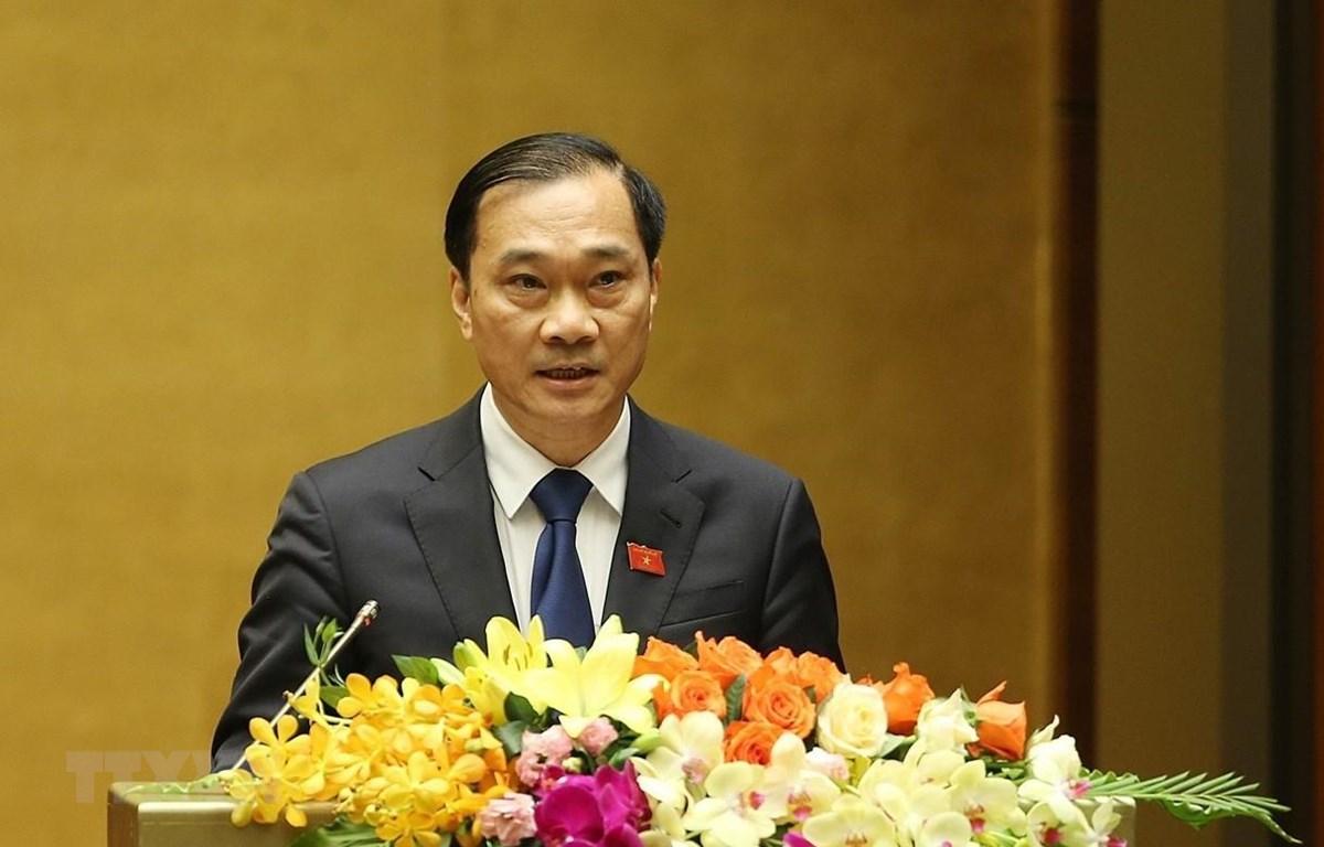 Chủ nhiệm Ủy ban Kinh tế của Quốc hội Vũ Hồng Thanh trình bày Báo cáo tại phiên họp sáng 20/5.