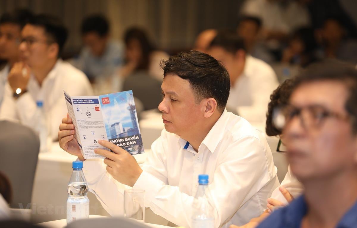Ngày 28/6, HoSE chính thức đưa sản phẩm chứng quyền có bảo đảm lên giao dịch trên thị trường niêm yết. (Ảnh: PV/Vietnam+)