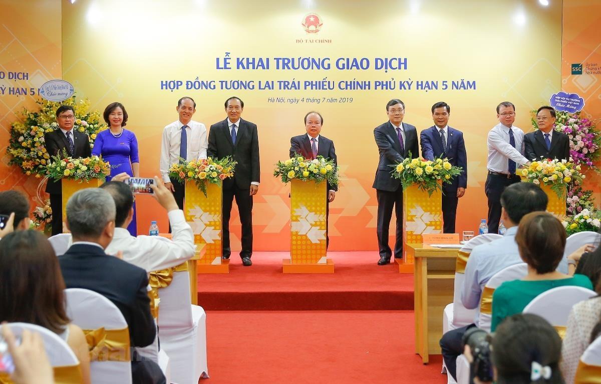 Khai trương giao dịch Hợp đồng tương lai Trái phiếu Chính phủ, ngày 4/7. (Ảnh: BTC/Vietnam+)