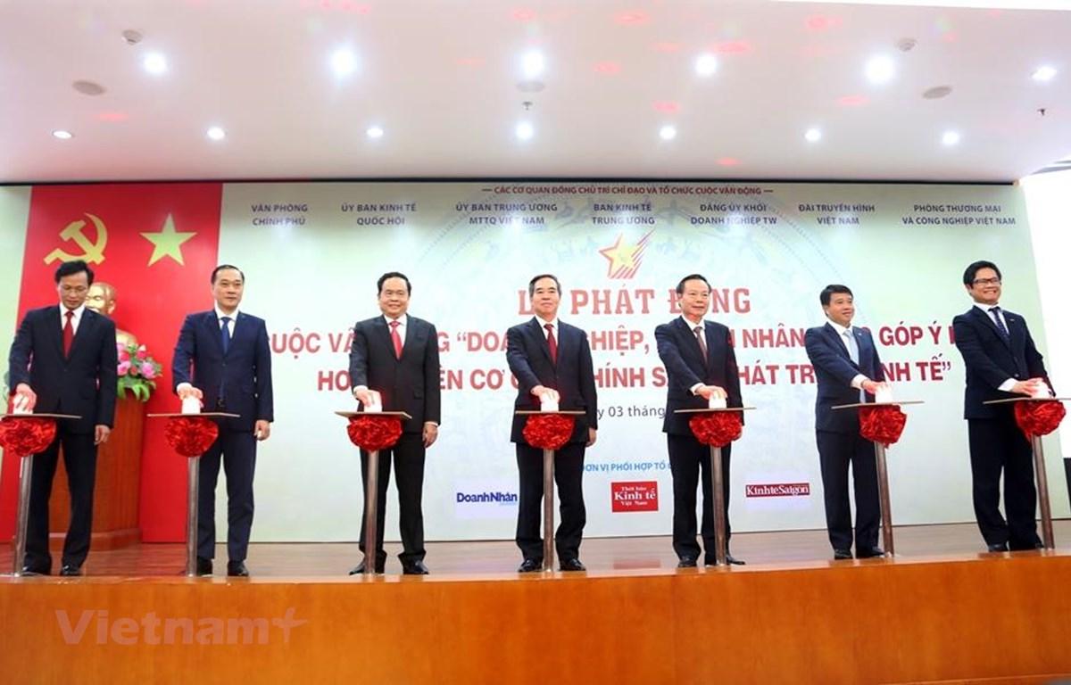 """Lễ phát động Cuộc vận động """"Doanh nghiệp, doanh nhân đóng góp ý kiến hoàn thiện cơ chế, chính sách phát triển kinh tế,"""" ngày 3/9. (Ảnh"""" BKT/Vietnam+)"""