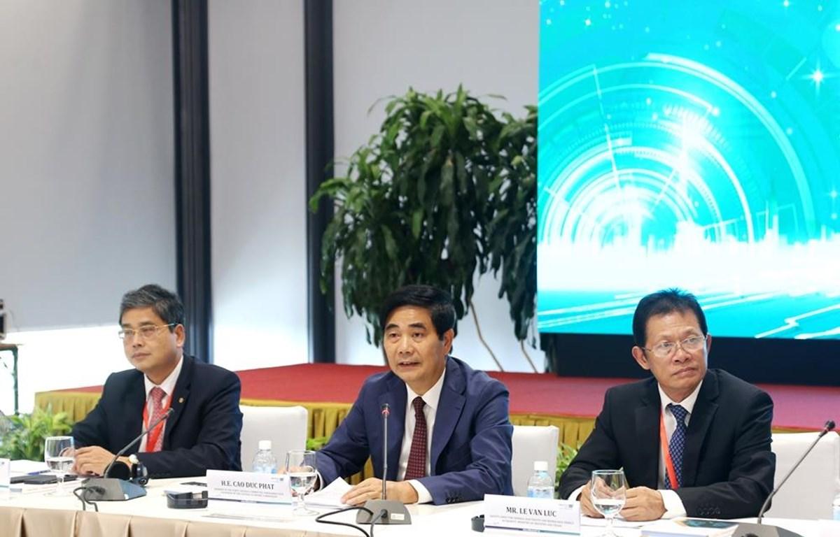 """Phiên hội thảo có chủ đề: """"Phát triển thương mại điện tử thúc đẩy kinh tế số tại Việt Nam."""" (Ảnh: BKT/Vietnam+)"""