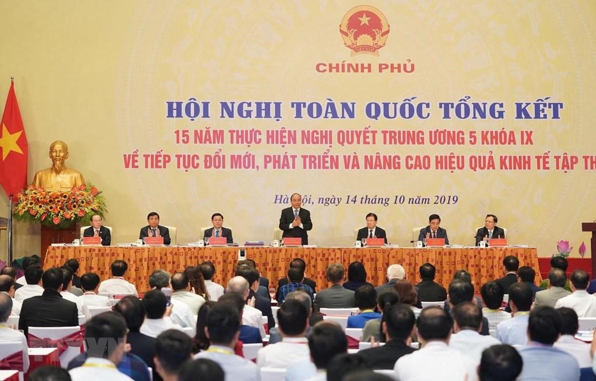 """Hội nghị toàn quốc """"Tổng kết 15 năm thực hiện Nghị quyết Trung ương 5, Khóa 9 về tiếp tục đổi mới, phát triển và nâng cao hiệu quả kinh tế tập thể. (Ảnh: TTXVN)"""