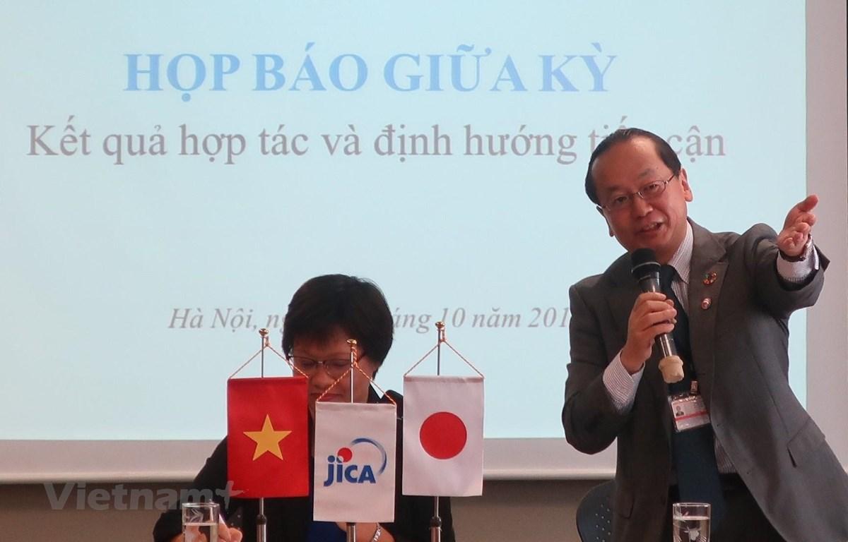 Ông Konaka Tetsuo, Trưởng Đại diện, Văn phòng JICA Việt Nam, trình bày về kết quả hoạt động nửa đầu năm tài chính 2019 và thách thức, định hướng cho nửa cuối năm tài chính 2019. (Ảnh: JiCA/Vietnam+)