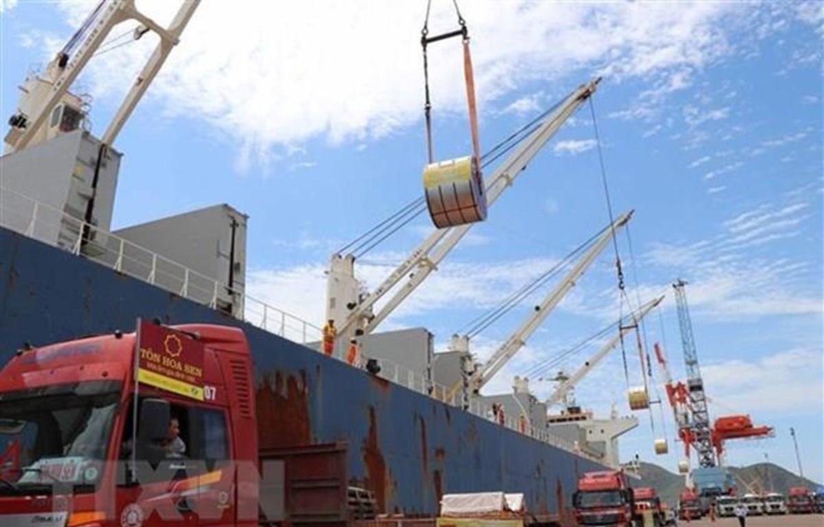 Quy mô xuất khẩu tiếp tục lớn mạnh hơn so nhập khẩu, thặng dư cán cân thương mại đã lên tới 10,94 tỷ USD. (Ảnh: TTXVN)