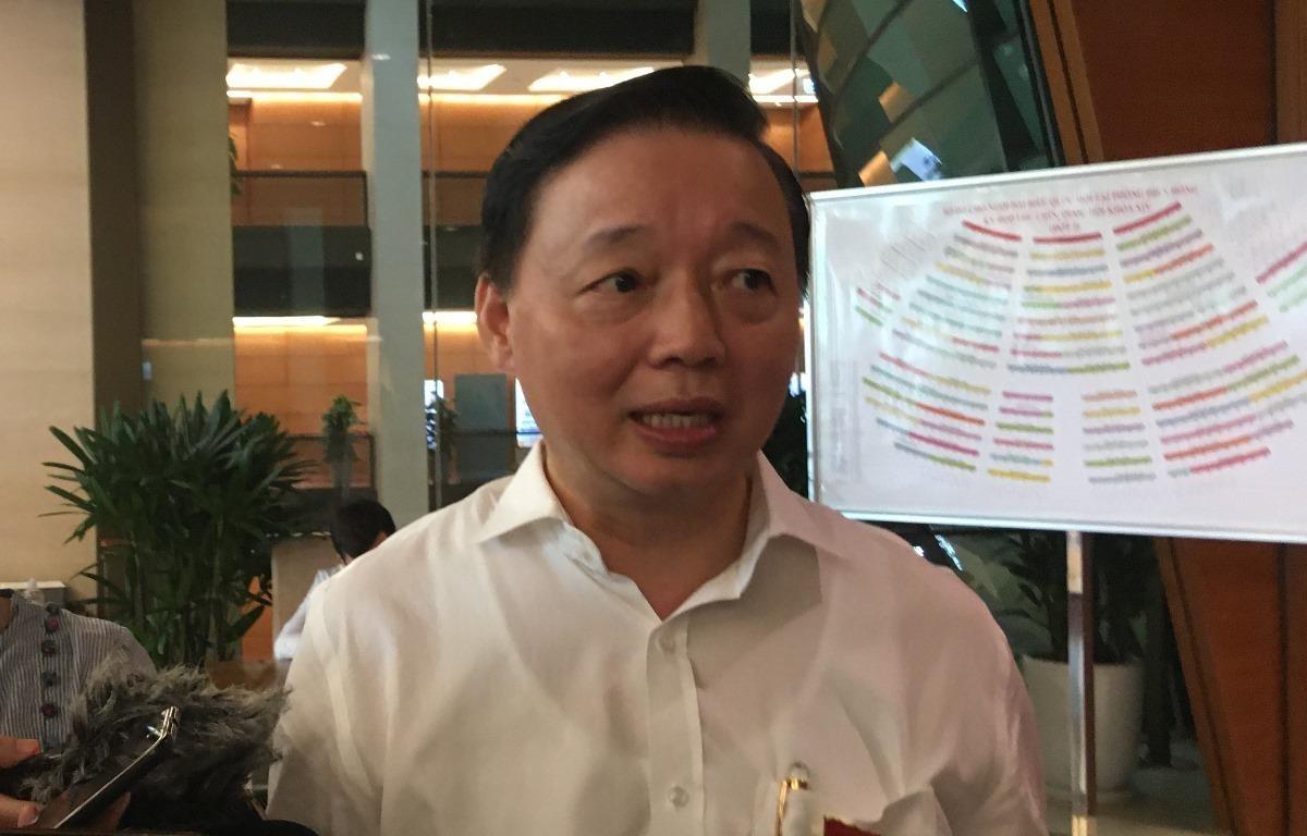 Bộ trường Bộ Tài nguyên và Môi trường Trần Hồng Hà trao đổi với báo chí, ngày 12/6. (Ảnh: PV/Vietnam+)