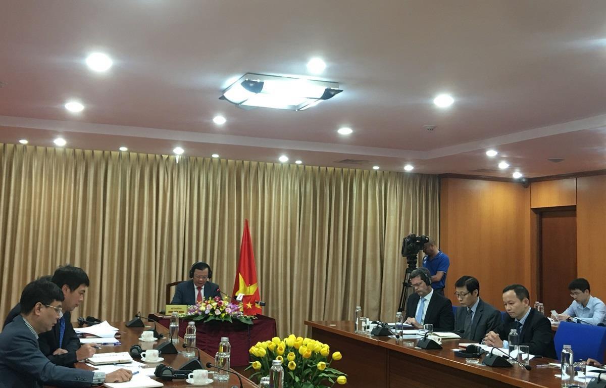 Hội nghị trực tuyến giữa các Bộ trưởng Y tế và Tài chính thường niên của ADB, ngày 17/9. (Ảnh: Vietnam+)