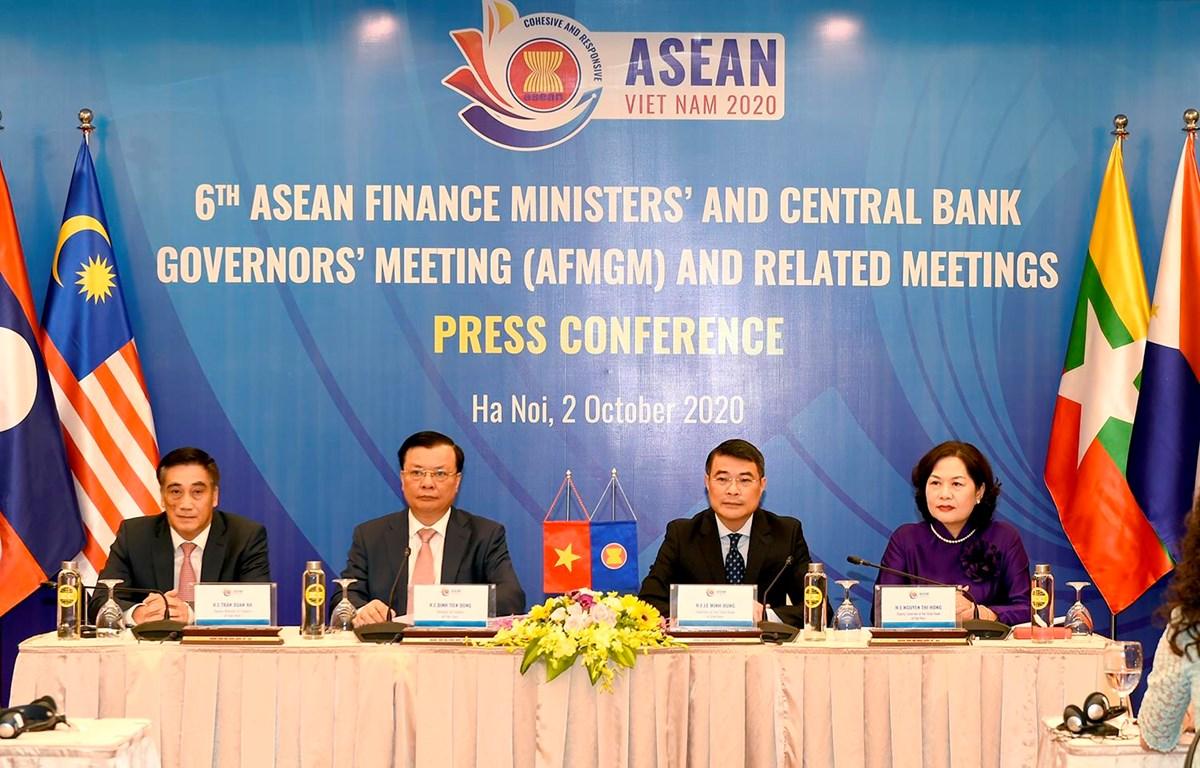 Họp báo kết quả Hội nghị Bộ trưởng Tài chính và Thống đốc Ngân hàng Trung ương ASEAN 2020. (Ảnh: Vietnam+)