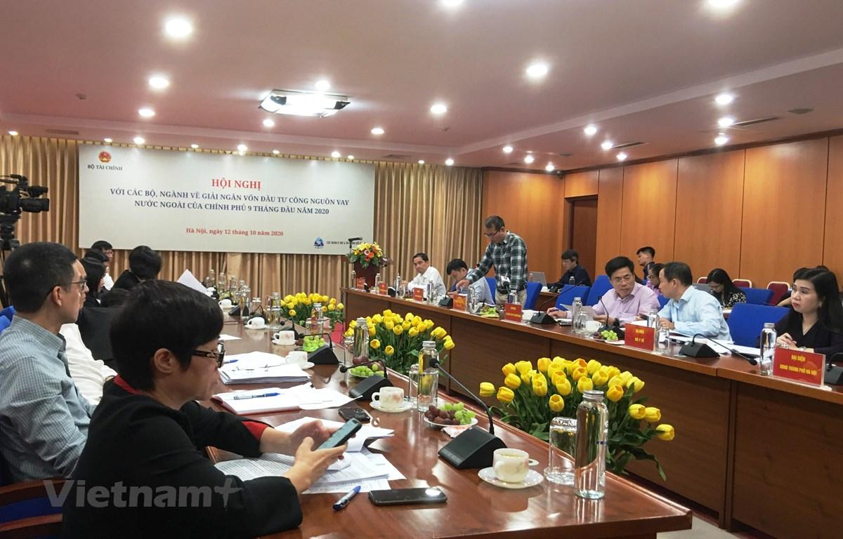 Hội nghị với các bộ, ngành về giải ngân vốn đầu tư công nguồn vốn nước ngoài của Chính phủ 9 tháng năm 2020, ngày 12/10. (Ảnh: Vietnam+)