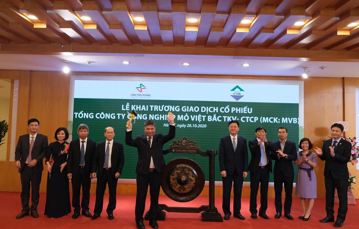 Ngày 28/10, Tổng công ty mỏ Việt Bắc TKV đã niêm yết 105 triệu cổ phiếu trên HNX. (Ảnh: CTV/Vietnam+)
