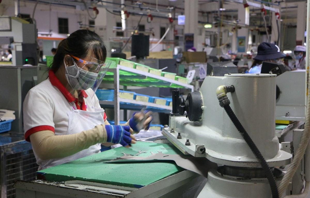 Các doanh nghiệp xuất khẩu duy trì sản xuất trong thời gian giãn cách xã hội. (Nguồn: TTXVN)