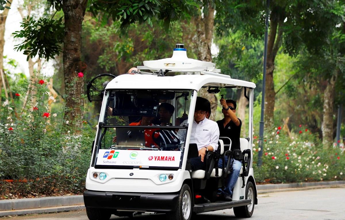 Xe điện tự hành của Yamaha chạy trong khuôn viên Ecopark. (Nguồn: V.A/Vietnam+)